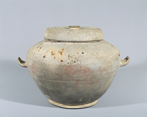 Cinerary urn (Excavated from the tomb of priest Dōyaku, Nara)