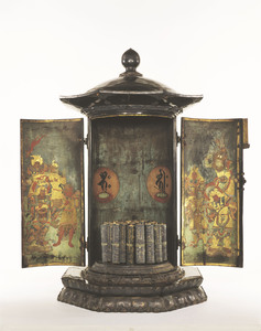 Feretory for Daihannya (Mahā prajñā) sūtras and 166 scrolls of Daihannya sūtras